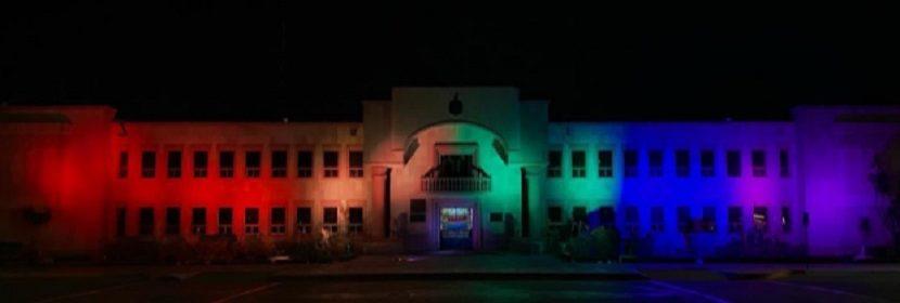 palacio municipal en cajeme se ilumina en el mes del orgullo LGBT+